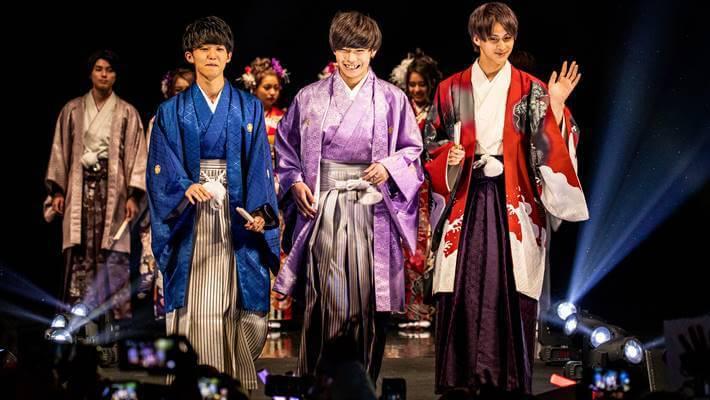ファッションリーダーズのランウェイで京都さがの館の男袴を着用している男性モデル達