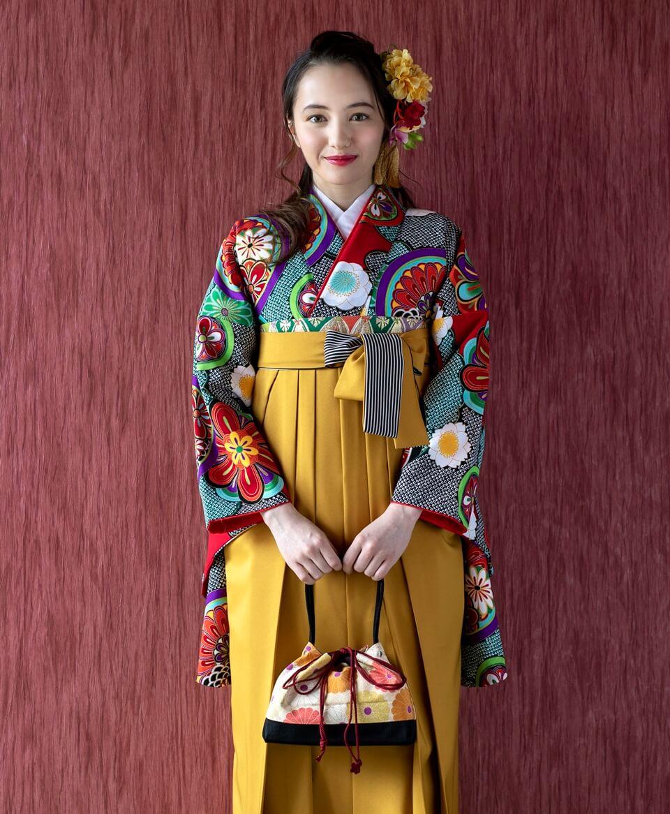 ノスタルジックなスタイルのなかにも、着物の良さを残した上品な仕上がり。
