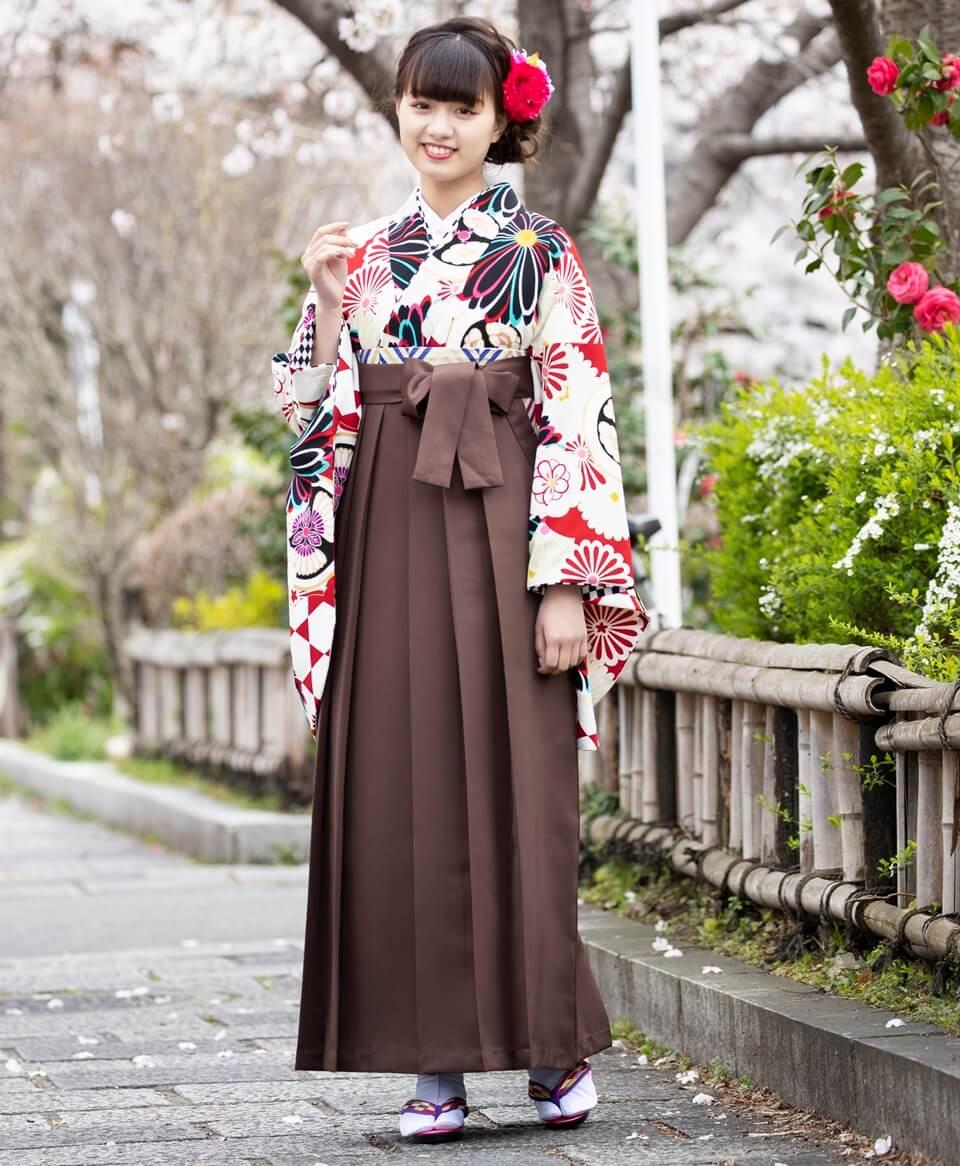 桜の季節にピッタリな卒業式の袴レンタル商品