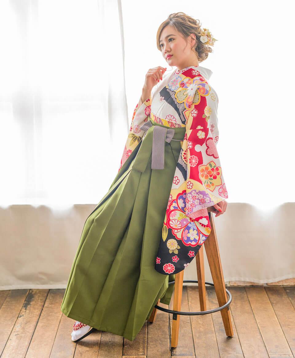 抹茶色のレンタル袴は、古典デザインとの相性バッチリ。