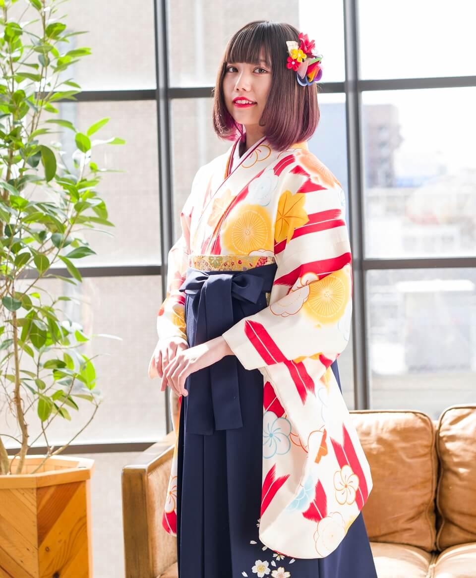 ねじり梅が描かれた可愛い小学生の卒業式袴