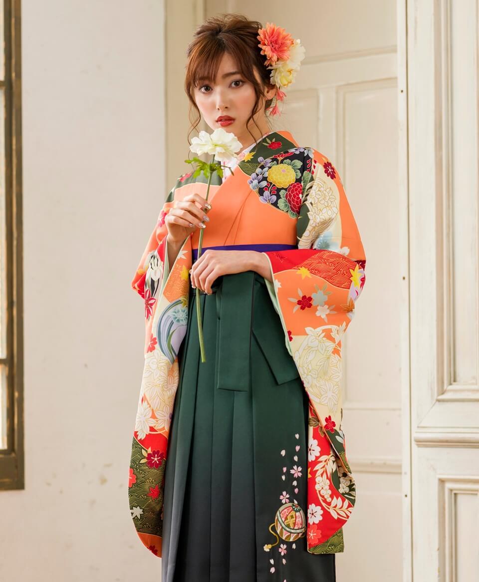 小学生に似合う落ち着いたオレンジ色の袴