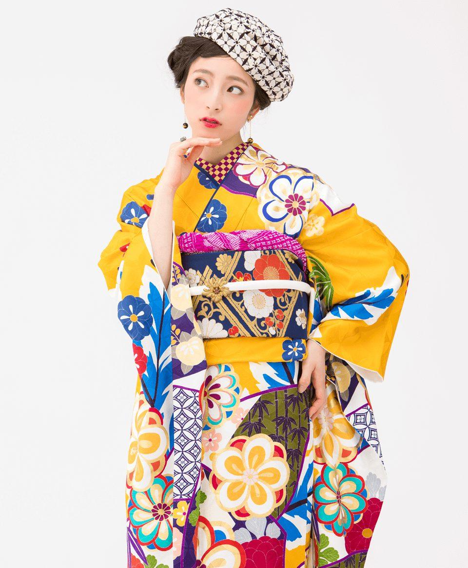 古典柄をカラフルな色で大胆に表現。おしゃれ女子必見の一着です。