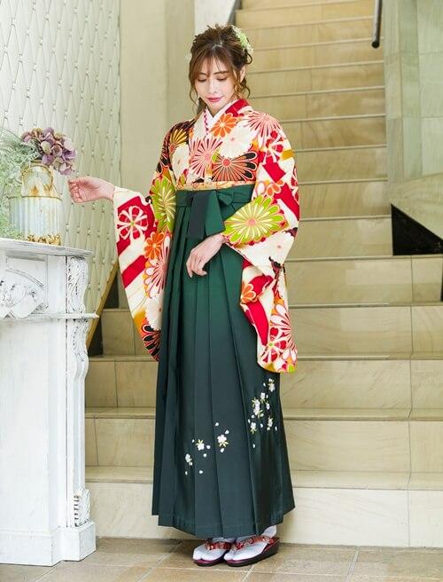 京都さがの館を代表する古典柄の袴