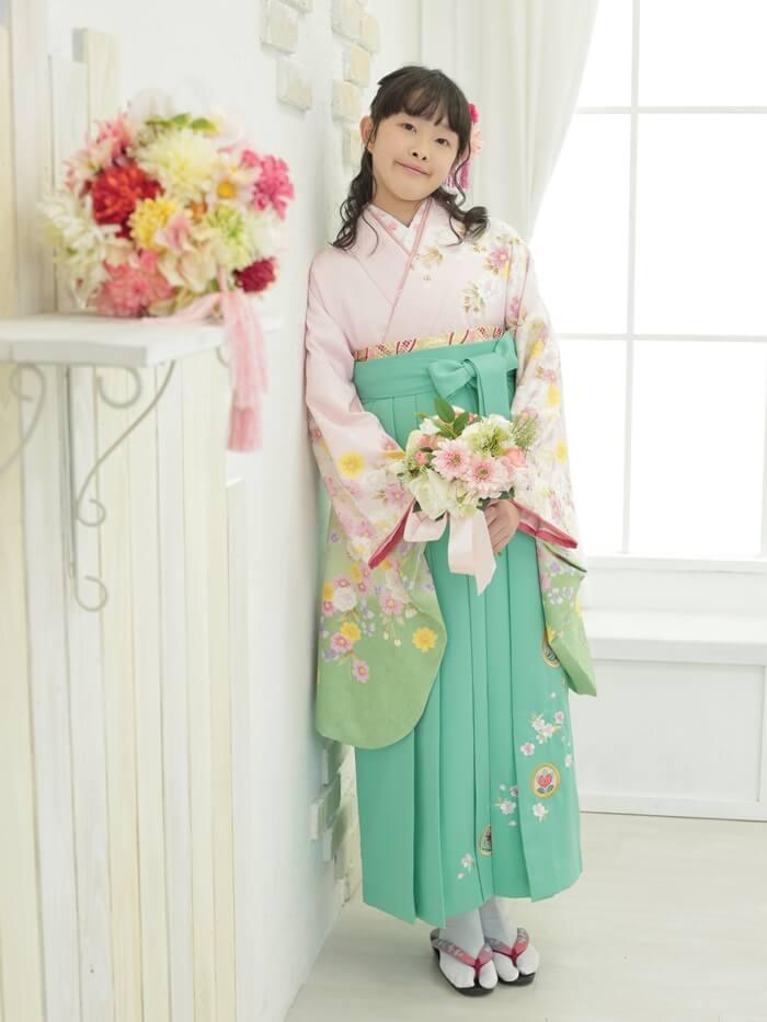 可愛い袴姿の小学生の女の子