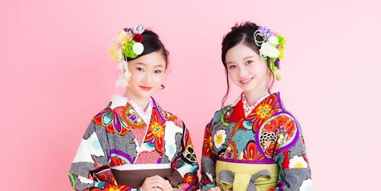 卒業式袴を着る小学生のパック