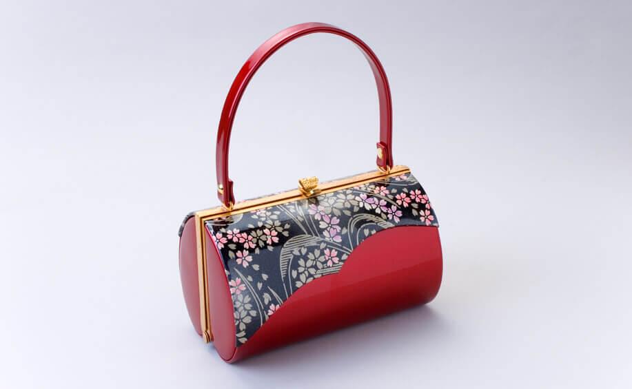 成人式の振袖に合わせる赤いバッグ