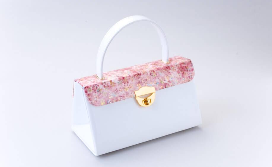 成人式の振袖に合わせる白いバッグ